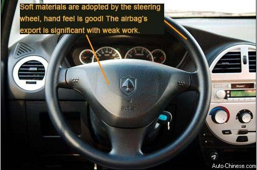 Soft materials are adopted by the steering wheel, hand feel is good! The airbag's export is significant with weak work.