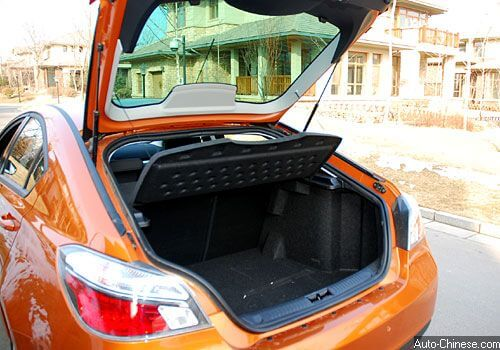 MG6 large trunk space, the back row seat can be lay down