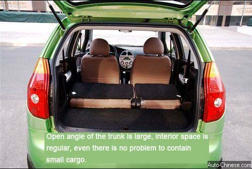 Open angle of the trunk is large, interior space is regular, even there is no problem to contain small cargo.