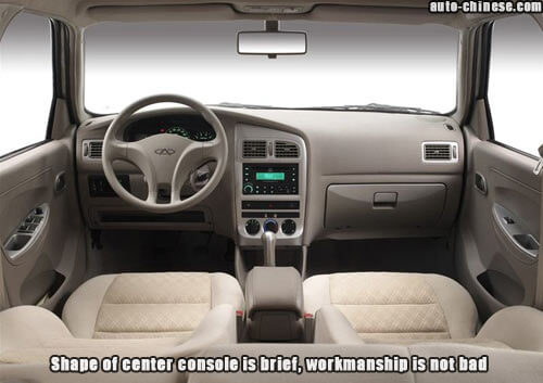 Shape of center console is brief, workmanship is not bad