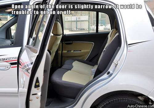 Open angle of the door is slightly narrow, it would be troubles to get on or off.