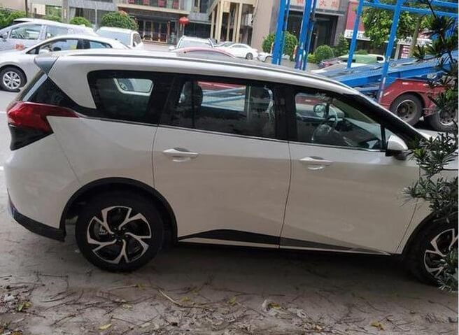 Spy Photos of Haima Motor's New MPV