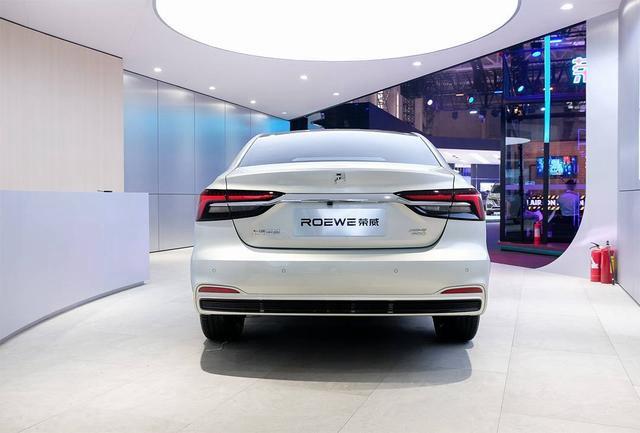 "SAIC Roewe Debuted all-new pure EV Roewe ER6 with new ""R"" badge"