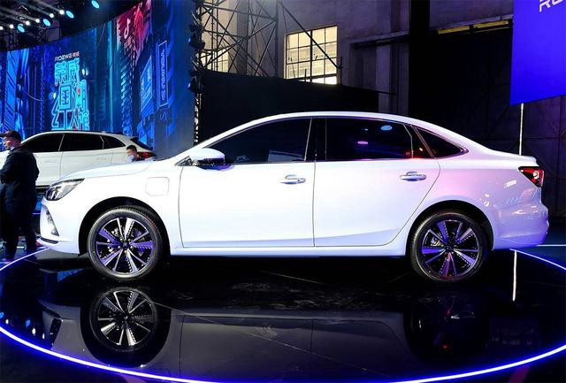 "SAIC Roewe Debuted all-new pure EV Roewe ER6 with new ""R"" badge"