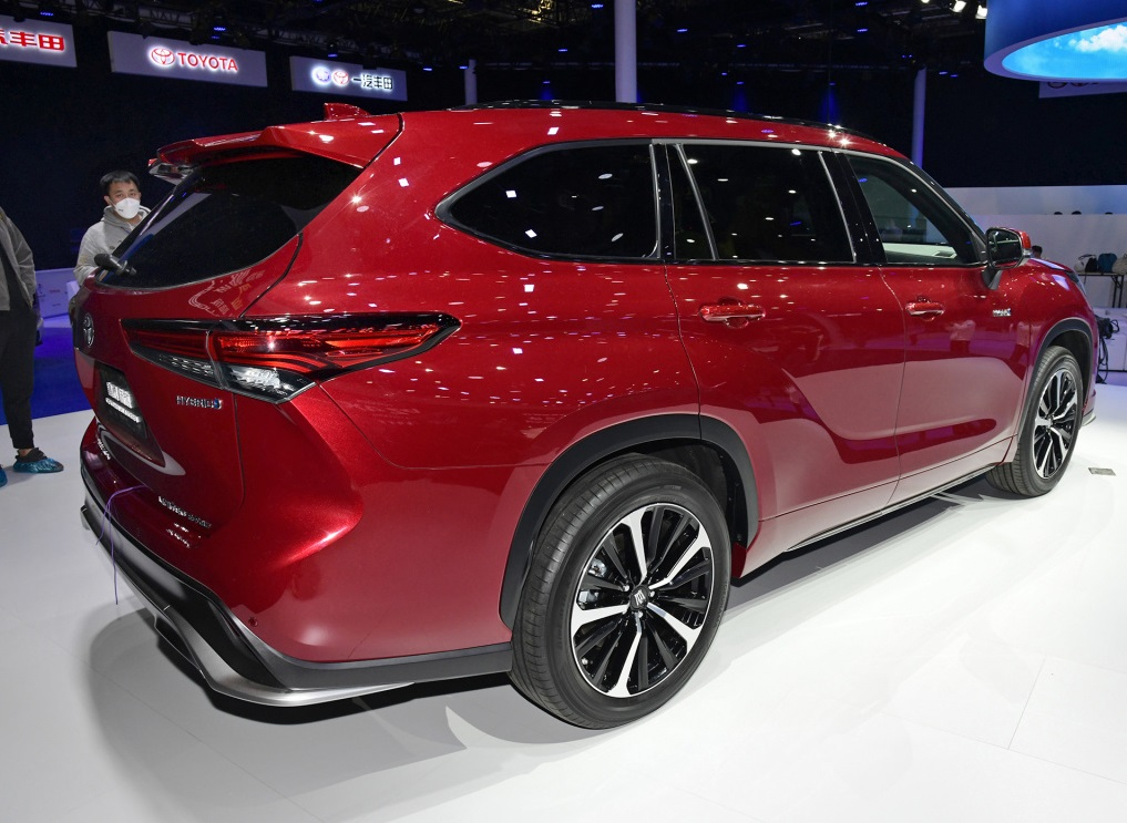 Toyota HIGHLANDER's Sibling: KLUGER Has a Crown Badge in China